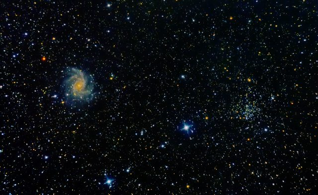 Galaktyka Fajerwerk iGromada otwarta NGC 6939