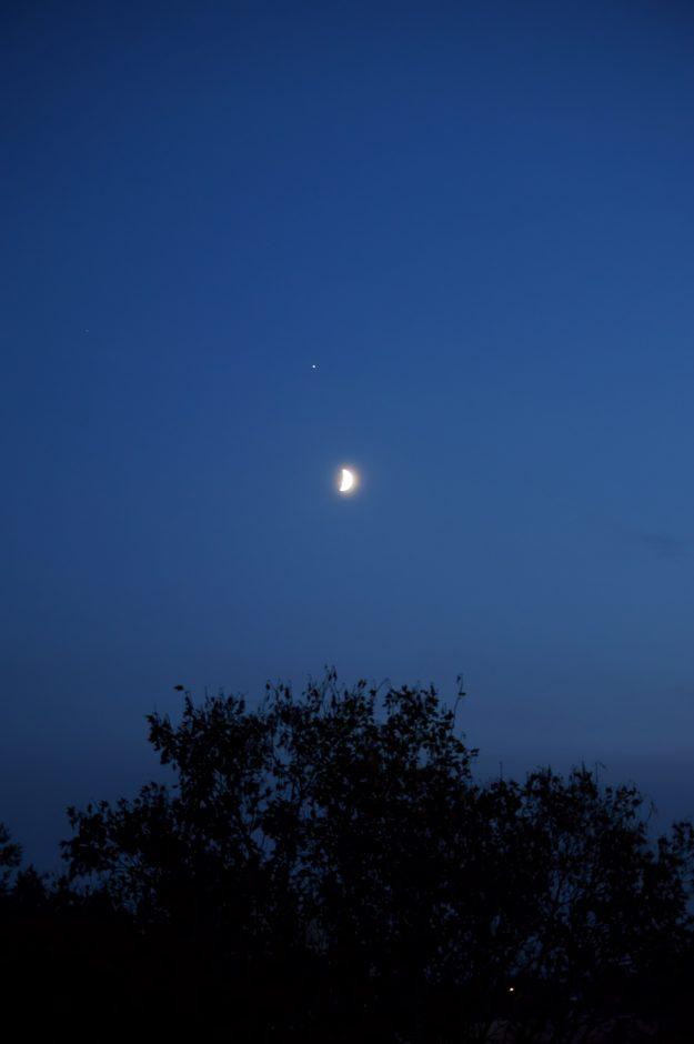 Jowisz nadKsiężycem